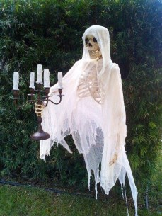 Spooktacular Halloween Outdoor Decoration To Terrify People 31