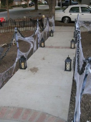 Spooktacular Halloween Outdoor Decoration To Terrify People 35