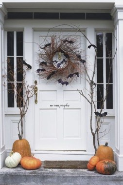 Spooktacular Halloween Outdoor Decoration To Terrify People 45