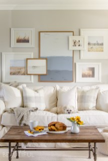 Trendy Living Room Wall Gallery Design Ideas 05