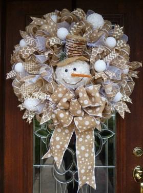 Beautiful DIY Winter Wreath To Place It On Your Door 09