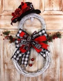 Beautiful DIY Winter Wreath To Place It On Your Door 29