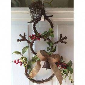 Beautiful DIY Winter Wreath To Place It On Your Door 31