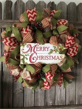 Beautiful DIY Winter Wreath To Place It On Your Door 35
