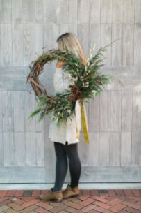 Beautiful DIY Winter Wreath To Place It On Your Door 37