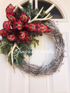 Beautiful DIY Winter Wreath To Place It On Your Door 39