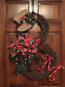 Beautiful DIY Winter Wreath To Place It On Your Door 49