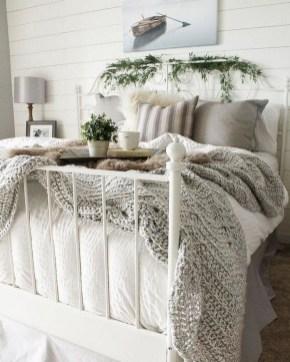 Best Master Bedroom Decoration Ideas For Winter 06