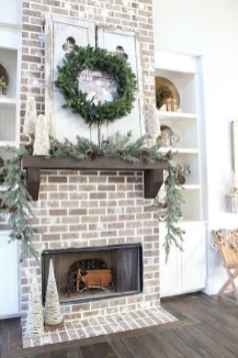 Inspiring Fireplace Mantel Decorating Ideas For Winter 14