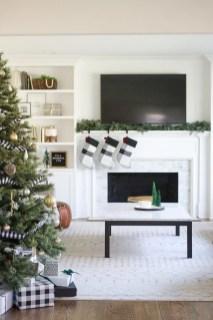 Inspiring Fireplace Mantel Decorating Ideas For Winter 23
