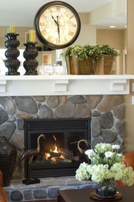 Inspiring Fireplace Mantel Decorating Ideas For Winter 43