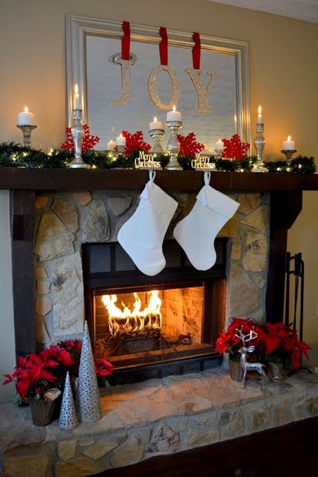 Inspiring Fireplace Mantel Decorating Ideas For Winter 47