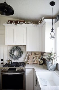 Outstanding Winter Decoration Ideas For Your Apartment 39