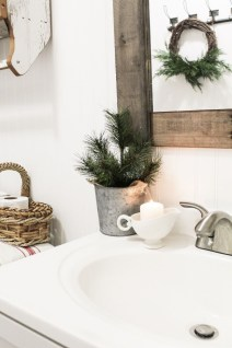 Beautiful Winter Themed Bathroom Decoration Ideas 29