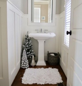 Beautiful Winter Themed Bathroom Decoration Ideas 39