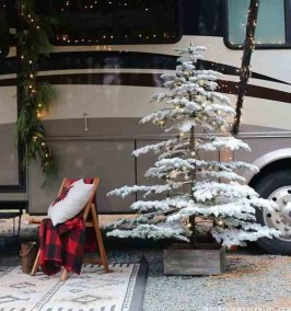 Most Inspiring Holiday Decoration Ideas For Your RV 24