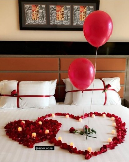 Beautiful And Romantic Valentine's Day Bedroom Design Ideas 40