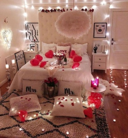 Beautiful And Romantic Valentine's Day Bedroom Design Ideas 42
