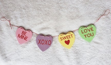 Best Valentines Day Mantel Decor Ideas That You Will Falling In Love With 01
