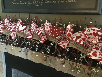 Best Valentines Day Mantel Decor Ideas That You Will Falling In Love With 25