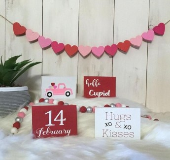 Best Valentines Day Mantel Decor Ideas That You Will Falling In Love With 36