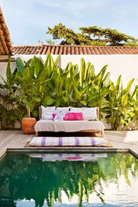 Comfy Pool Seating Ideas For Your Outdoor Decoration 31