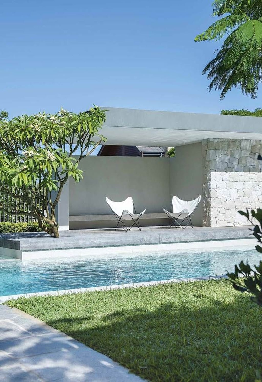 Comfy Pool Seating Ideas For Your Outdoor Decoration 39