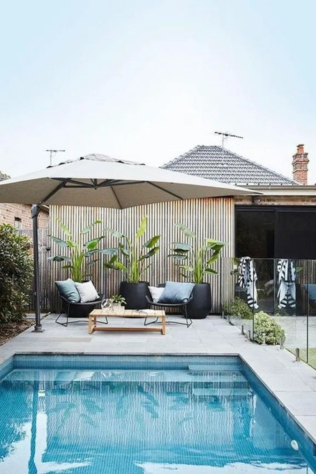 Comfy Pool Seating Ideas For Your Outdoor Decoration 47