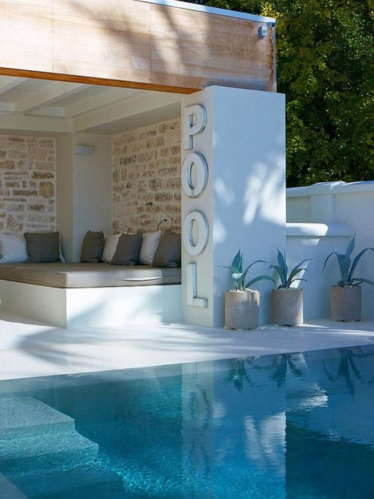 Comfy Pool Seating Ideas For Your Outdoor Decoration 48
