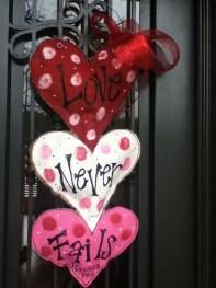 Cute Valentine Door Decorations Ideas To Spread The Seasons Greetings 01