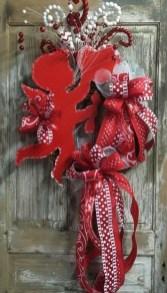Cute Valentine Door Decorations Ideas To Spread The Seasons Greetings 10