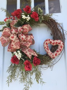 Cute Valentine Door Decorations Ideas To Spread The Seasons Greetings 11