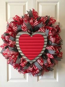 Cute Valentine Door Decorations Ideas To Spread The Seasons Greetings 12