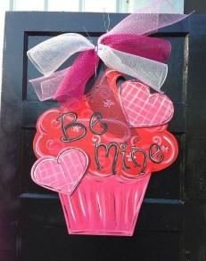 Cute Valentine Door Decorations Ideas To Spread The Seasons Greetings 14