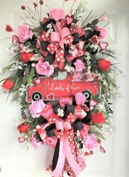 Cute Valentine Door Decorations Ideas To Spread The Seasons Greetings 15