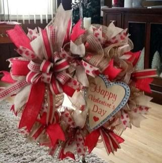 Cute Valentine Door Decorations Ideas To Spread The Seasons Greetings 33