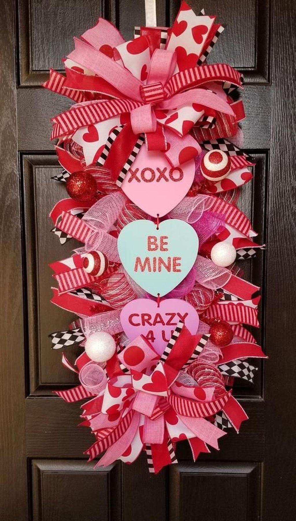 Cute Valentine Door Decorations Ideas To Spread The Seasons Greetings 43