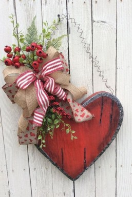 Cute Valentine Door Decorations Ideas To Spread The Seasons Greetings 45