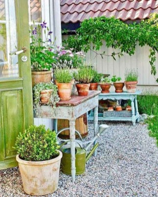 Fascinating Cottage Garden Ideas To Create Cozy Private Spot 27
