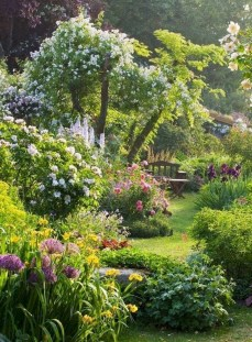 Fascinating Cottage Garden Ideas To Create Cozy Private Spot 29