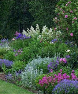Fascinating Cottage Garden Ideas To Create Cozy Private Spot 40