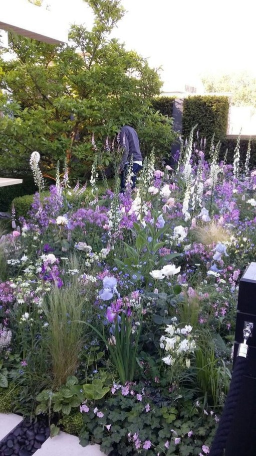 Fascinating Cottage Garden Ideas To Create Cozy Private Spot 51