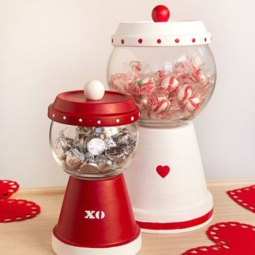 Lovely Valentines Day Home Decor To Win Over The Hearts 24