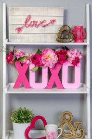 Lovely Valentines Day Home Decor To Win Over The Hearts 45