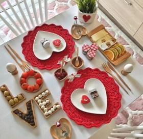Most Inspiring Valentine's Day Simple Table Decoration Ideas 18