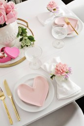 Most Inspiring Valentine's Day Simple Table Decoration Ideas 40