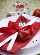 Perfect Valentine's Day Romantic Dining Table Decor Ideas For Two People 29