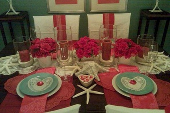 Perfect Valentine's Day Romantic Dining Table Decor Ideas For Two People 42