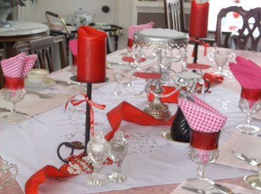 Perfect Valentine's Day Romantic Dining Table Decor Ideas For Two People 45