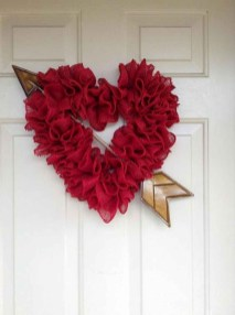 Pretty Valentines Day Wreath Ideas To Decorate Your Door 10
